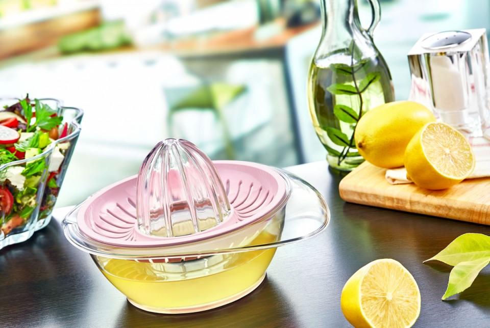 Kristal Narenciye Sıkacağı: Kaydırmaz tabanıyla kolay kullanım sağlar.